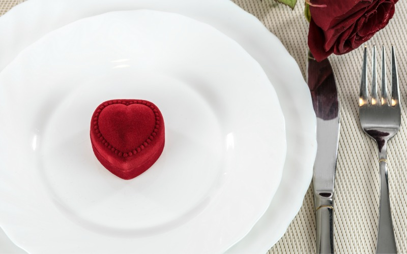 #ValentinesDay Freebies & Meal Deals Roundup!!